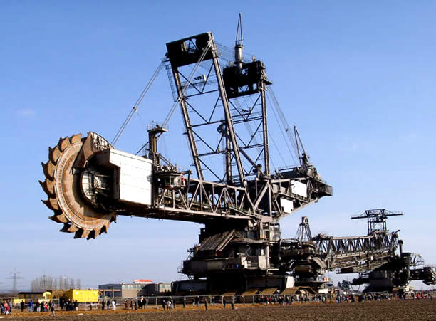 Humongous 45,500-ton machine - the largest digging machine