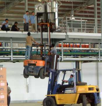 Safety 2 Forklifts - 30+ funny unsafe construction photos